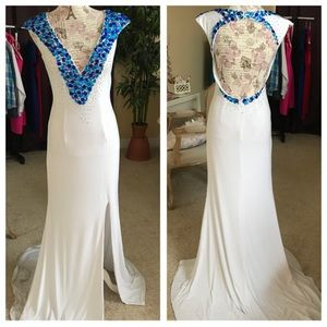 Dresses & Skirts - White Jersey Gown